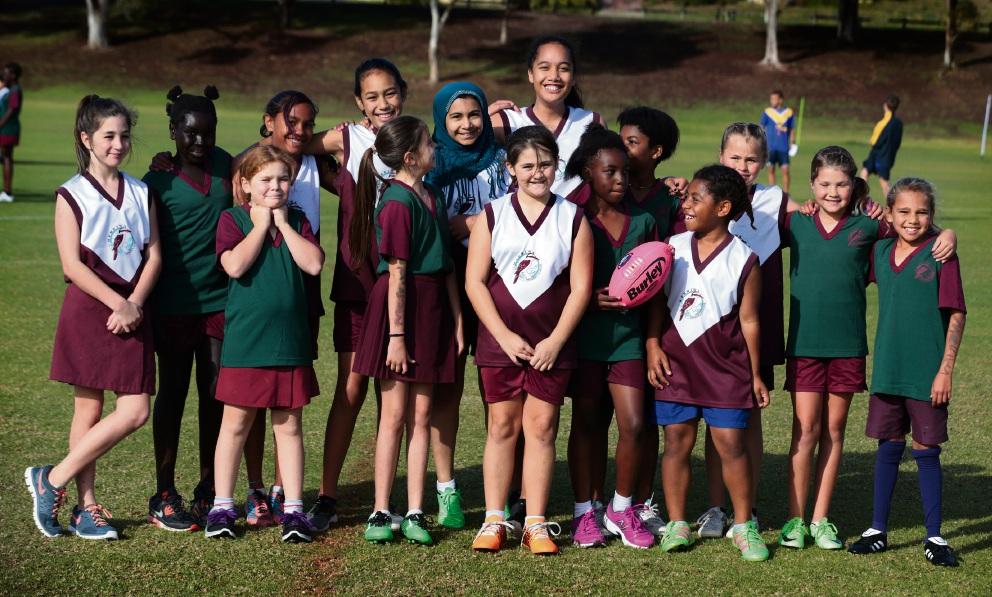 Above: Merriwa Primary School team. Right: Springfield PS vs Whitford Catholic PS.  ������� d470413