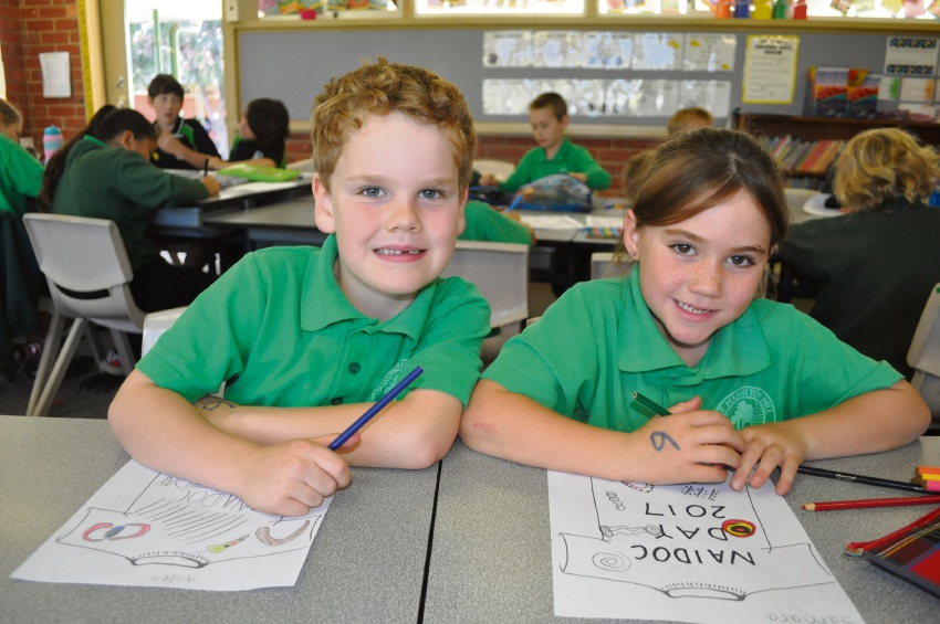 Aiden Norlin (Year 1) and Samara Donahue (Year 1) designing Naidoc shirts.