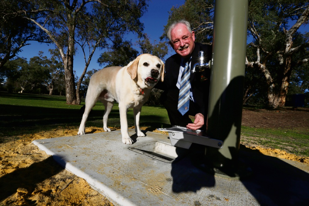 Mayor Barry McKenna and labrador Beau next to a new fountain at Arbor Park. Picture: Andrew Ritchie �������www.communitypix.com.au   d470049