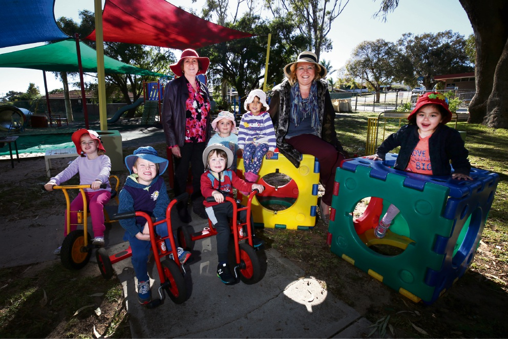Padbury Community Kindergarten staff Cathy Witney and Nicole |Mattingley with some of the children who attend the centre. Picture: Matt Jelonek �������www.communitypix.com.au  d470999