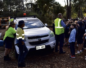 Mundaring environment and horticulture supervisor David O'Brien teaches students about native WA plants.