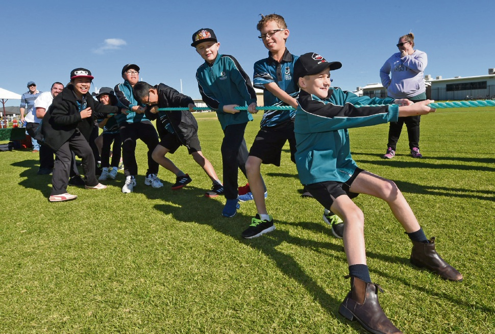 Bletchley Park Primary School kids taking part in the carnival.  Picture: Jon Hewson www.communitypix.com.au   d470892