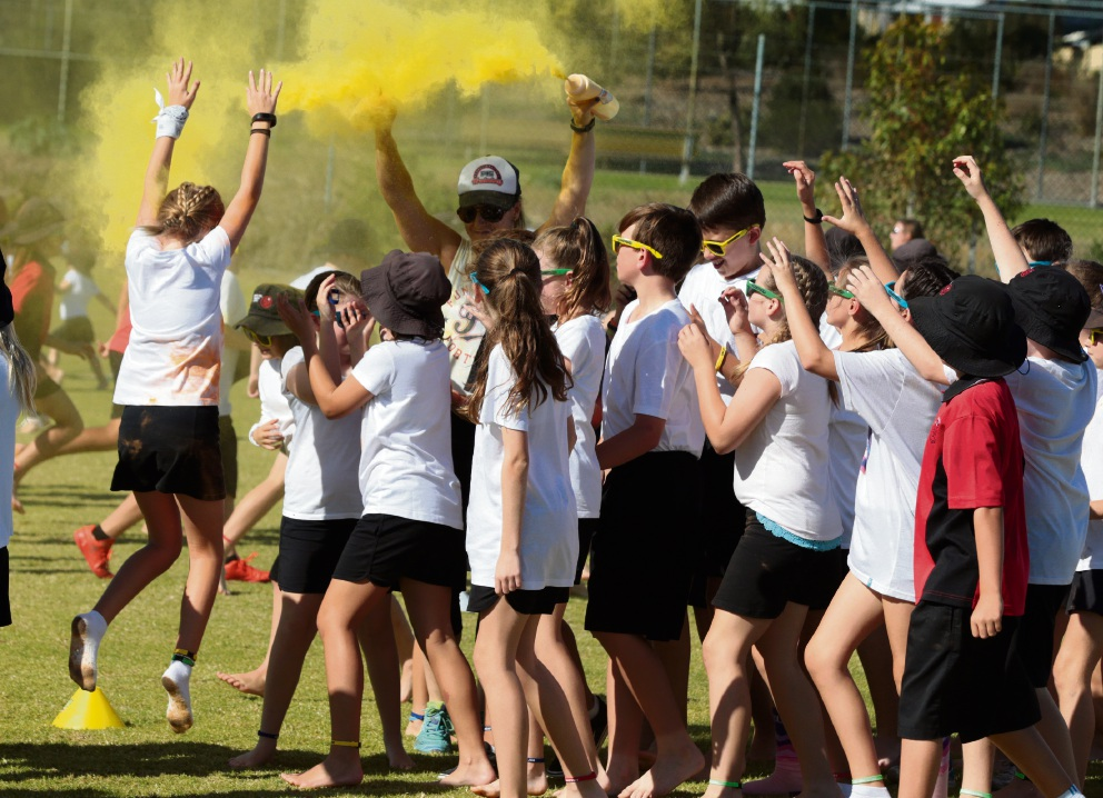 Spring Hill PS's annual fundraiser gets some colour. Picture: Martin Kennealey d468677