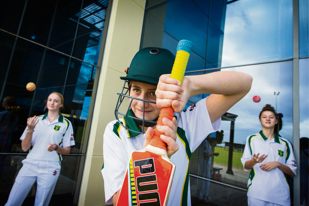 Cricketers Sophie Jones, Phoebe Wardell-Johnson and Bella Welsh. Picture: Will Russell www.communitypix.com.au   d471068
