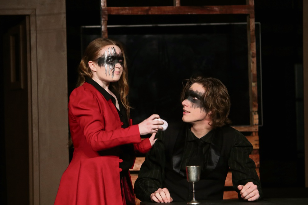 Students Mary Sullivan and Max Denis as Lady Macbeth and Macbeth.