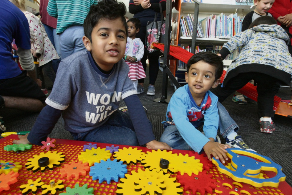 Hriday and Adhvay Puran at the Scitech workshop for kids at Midland Library. Picture: Bruce Hunt
