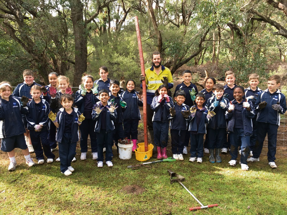 The students from Australian Christian College with City of Armadale Bushcare Supervisor Dan Walker.