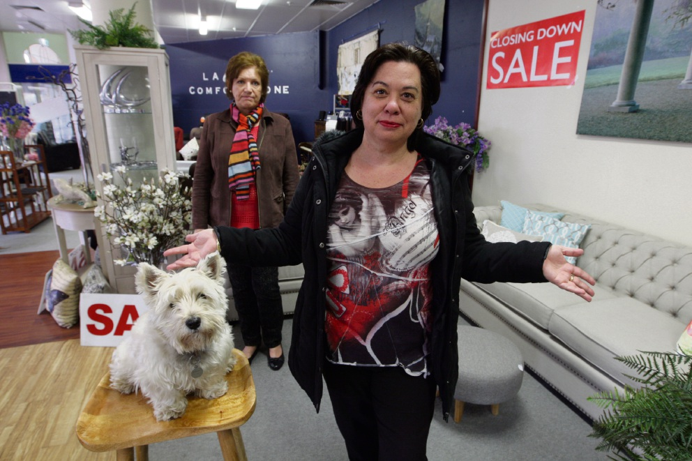 Lisa Beeby is having a massive clearance sale as she prepares to shut her shop. Picture: Bruce Hunt www.communitypix.com.au d472407