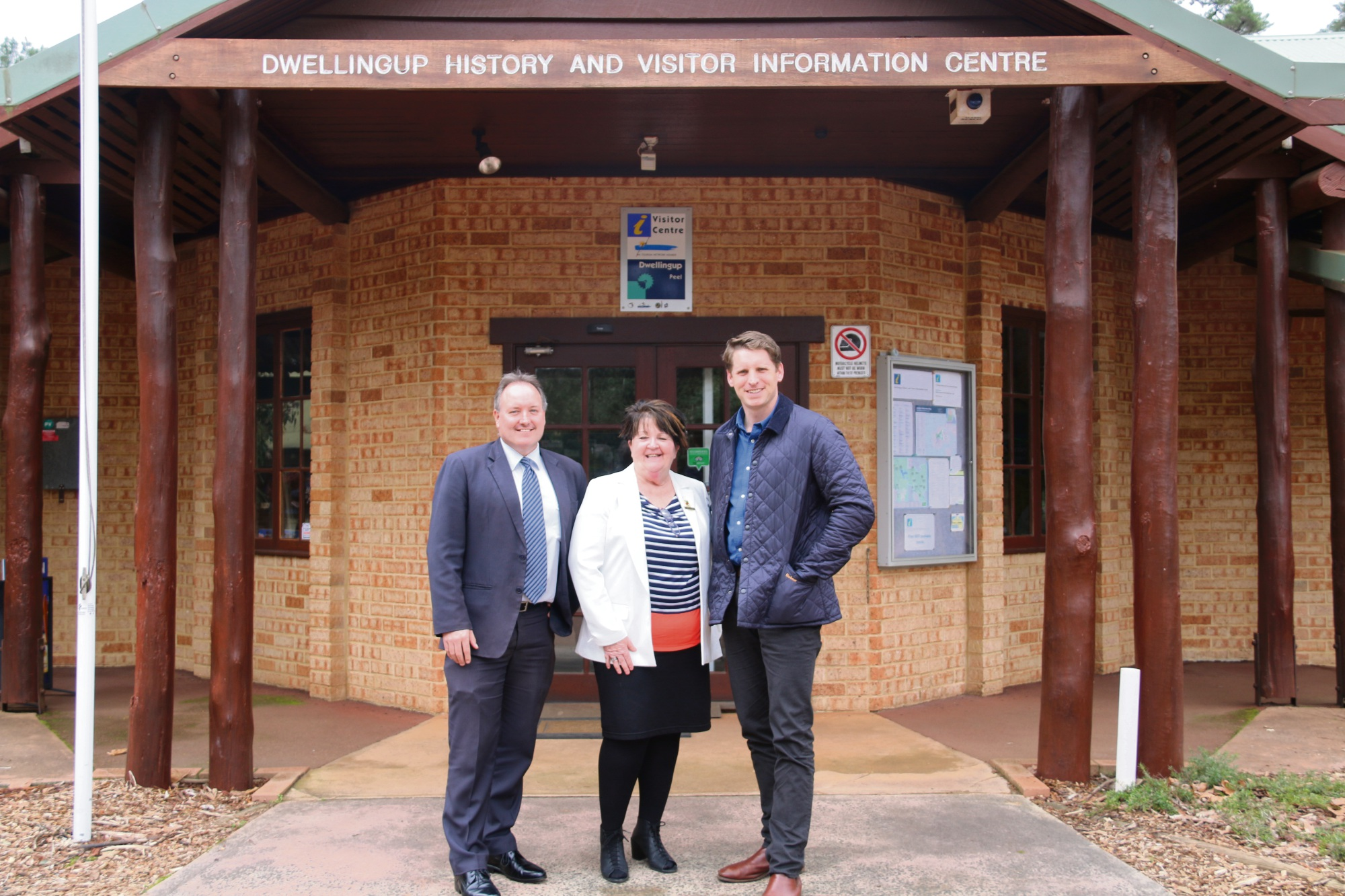 Shire of Murray chief executive Dean Unsworth, President Maree Reid and Canning MHR Andrew Hastie.