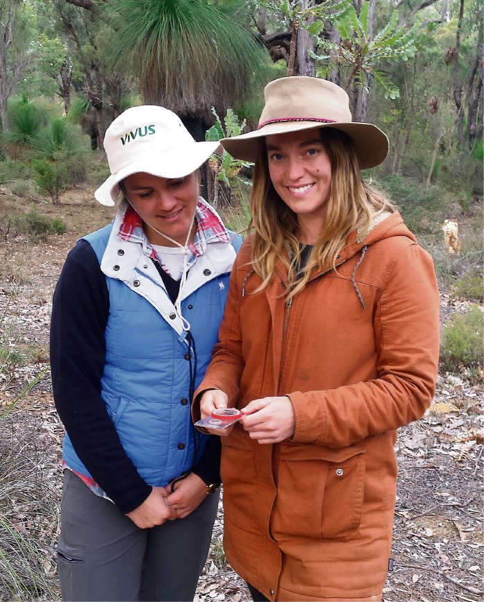 Prepared for anything: Survival course women Sophie Gulliver and Sarah Hyde (in the brown coat) are currently walking the Rabbit-Proof Fence.