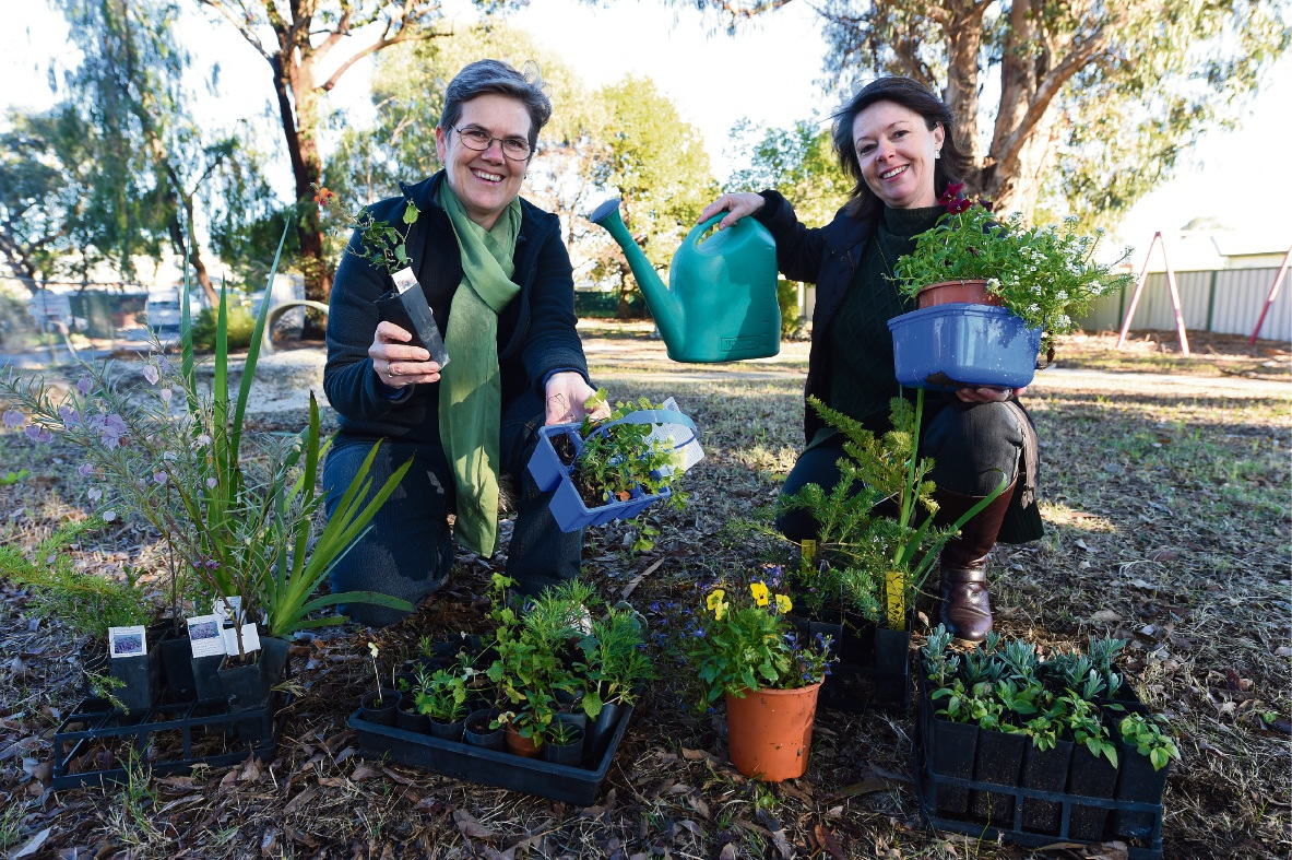 Jehni Thomas-Wurth and Jo Harris at the new community garden. Picture: Jon Hewson www.communitypix.com.au d472310