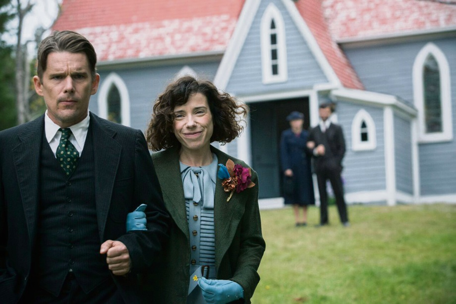 Ethan Hawke as Everett Lewis and Sally Hawkins as Maudie.