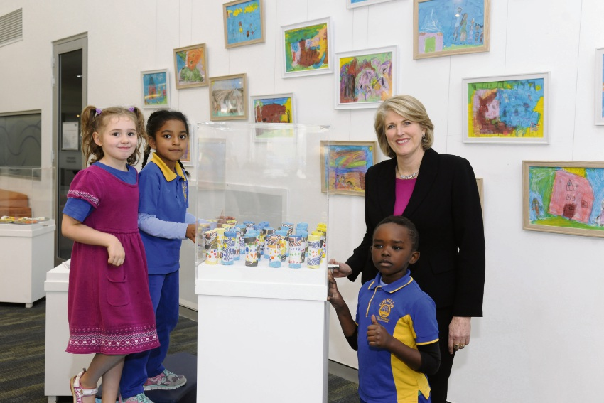 City of Kwinana Mayor Carol Adams with Orelia PS students at the book's launch.
