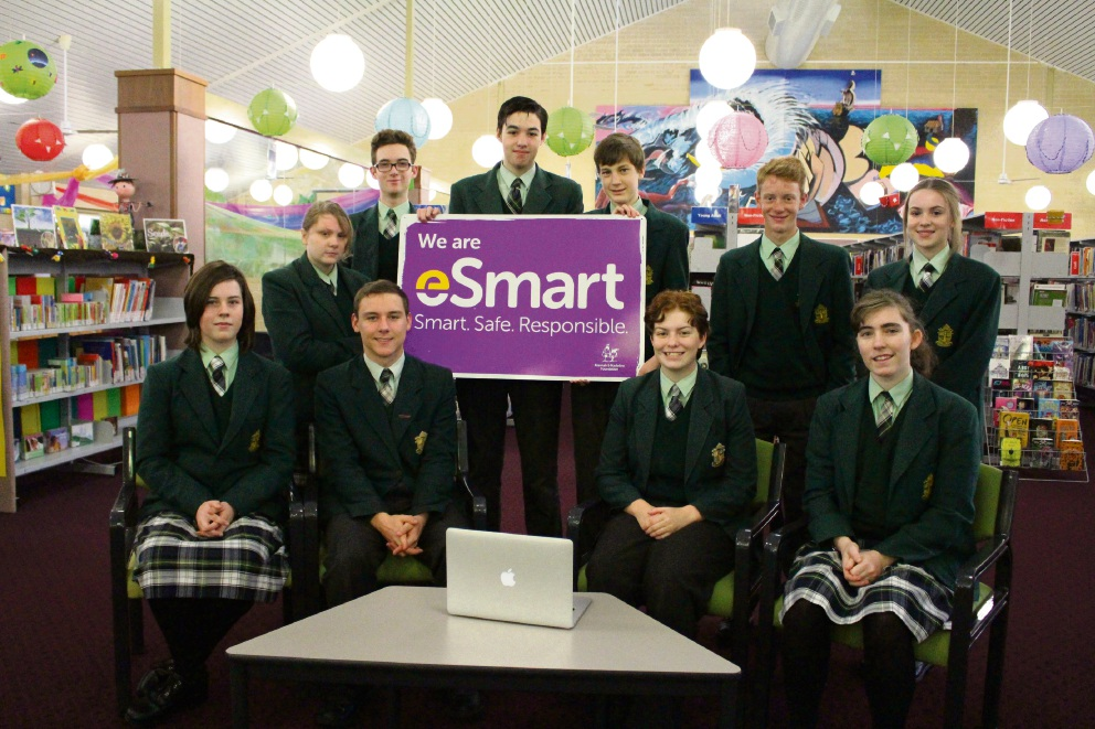 2017 Year 10 Cyberleaders and 2016 Year 10 Cyberleaders present the eSmart School signage for Frederick Irwin Anglican School.