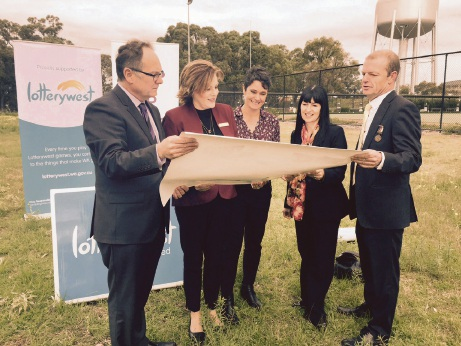 Mandurah MLA David Templeman, Murray MLA Robyn Cooke, Eleanor Britton and Amanda Poller from GP Down South, and Cr Dave Schumacher at the site.