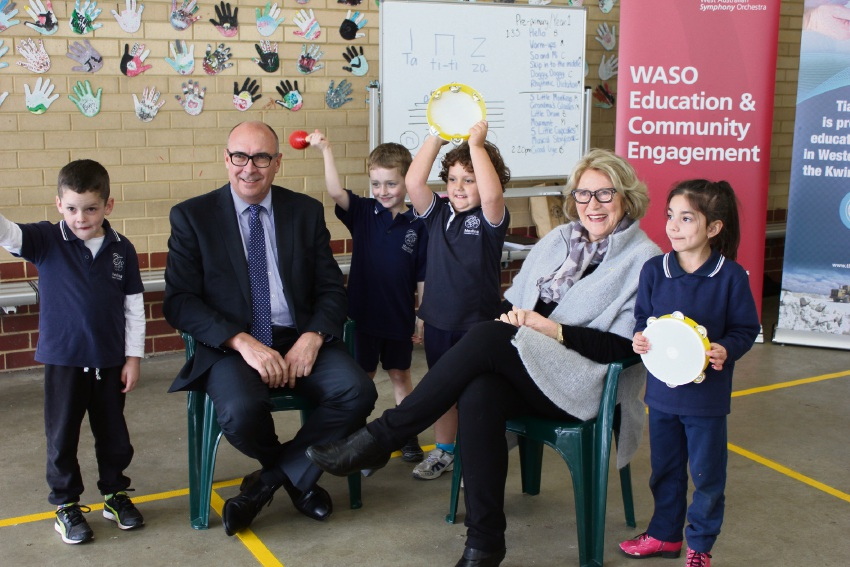 Tianqui Lithium general manager Phil Thick and WASO Chairwoman Janet Holmes a Court with Medina Primary School students.