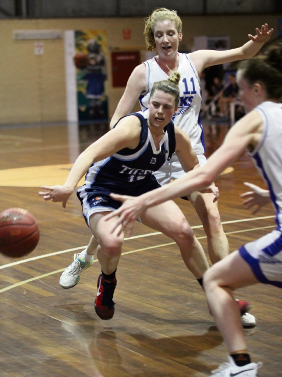 Willetton's Stacey Barr surrounded by defenders.