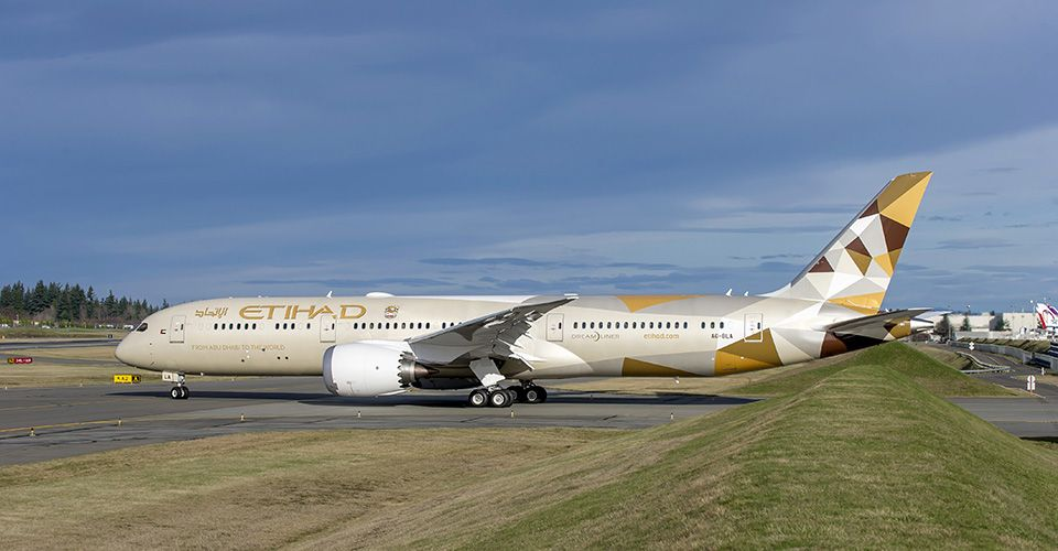 Passengers feared for lives as turbulence turns Etihad Airways plane back to Perth