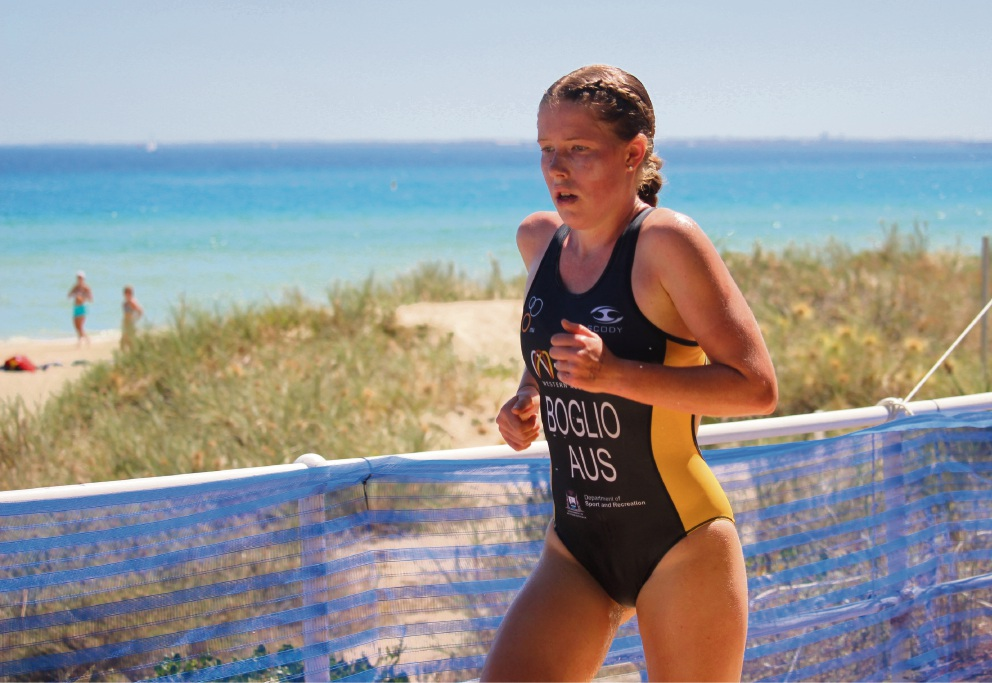 Cassia Boglio competing in a triathlon for her State. Picture: Jacqui Richards