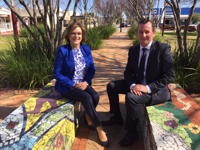 Premier Mark McGowan visits Pinjarra with Murray-Wellington MLA Robyn Clarke