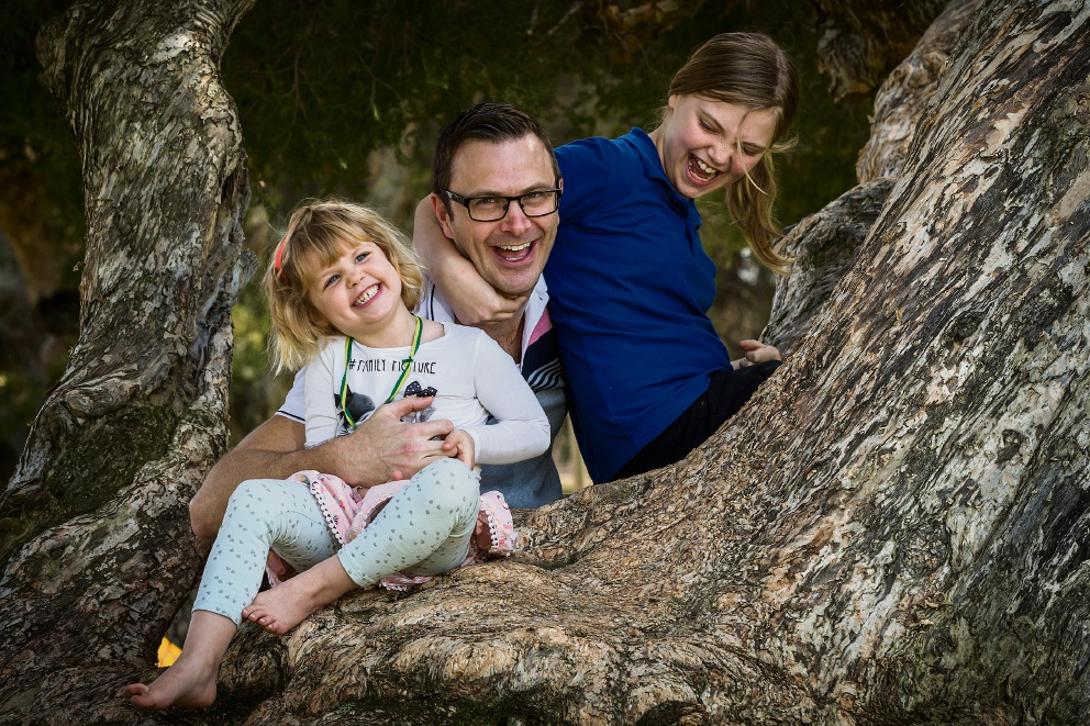 David Tabb with daughters Sophie (4) and Laura (10). Picture: Will Russell www.communitypix.com.au   d473603