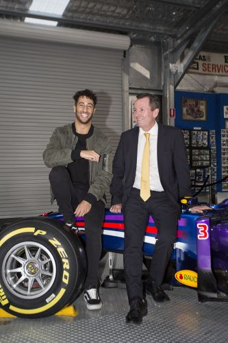 Daniel Ricciardo and Premier Mark McGowan with his 2014 Red Bull Racing F1 car.