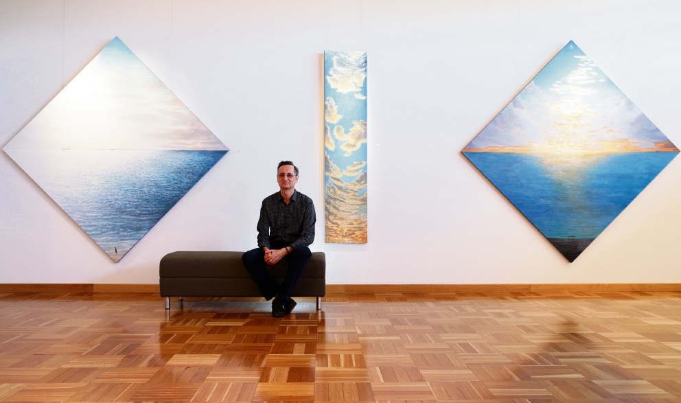 Heathridge artist Alan Muller at Wanneroo Gallery ahead of his Perth 360 exhibition. Picture: Martin Kennealey d473754