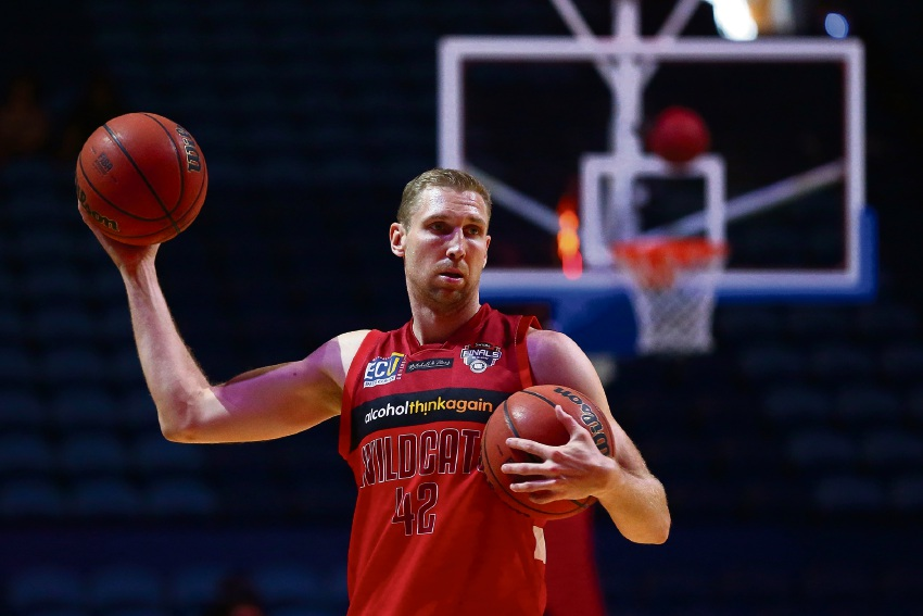 Former Wildcats legend Shawn Redhage will host the Forrestfield basketball clinic on October 5.