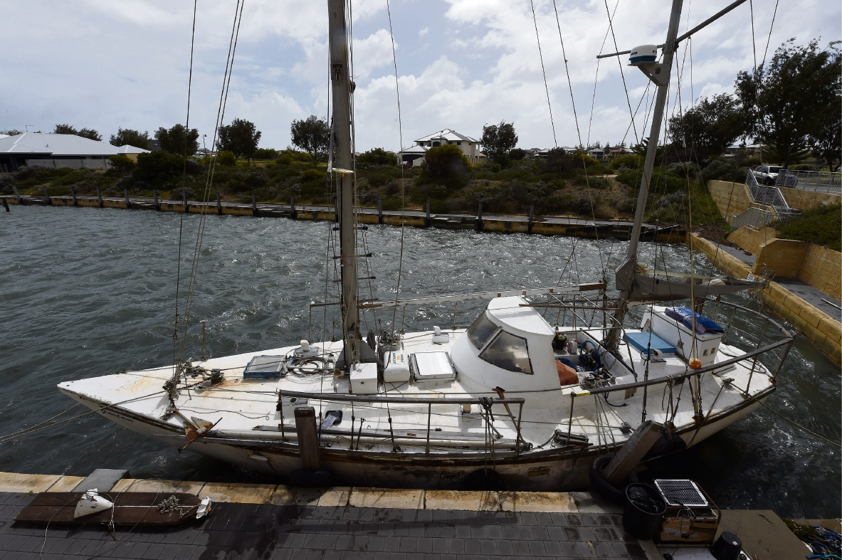 Dawesville: delapidated yacht a 'disgrace'