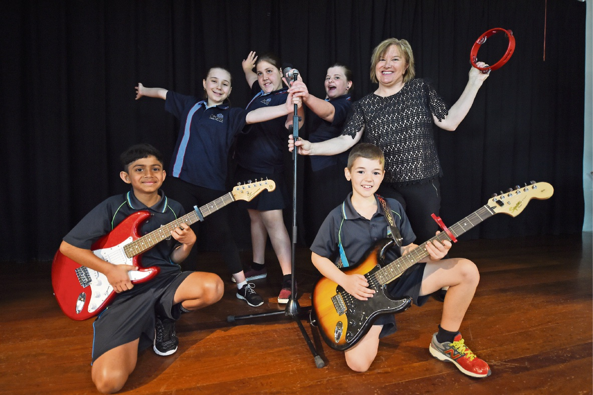 Willandra PS music specialist Jane Nicholas with students Nevil Benny and Cody Fullwood, at front, and Lilly Bushnell, Paris Zaccaria and Zoe McBurney. Picture: Jon Hewson d473743