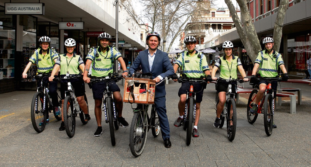Fremantle Mayor Brad Pettitt with Fremantle Police and members of the Community Safety Team.