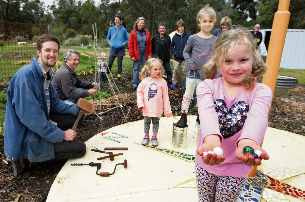 John Yaxley, Ken Graham, Eadie Merredith (3), Marli Lieb-Julitz (5) and Beatrix Meredith (5) with other supporters of the Glen Forrest Community Garden. Picture: Bruce Hunt    d474362