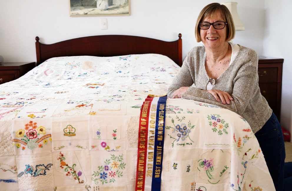 Janet Gunstone of Kinross with her awarded bedspread.  Picture: Martin Kennealey www.communitypix.com.au   d474615