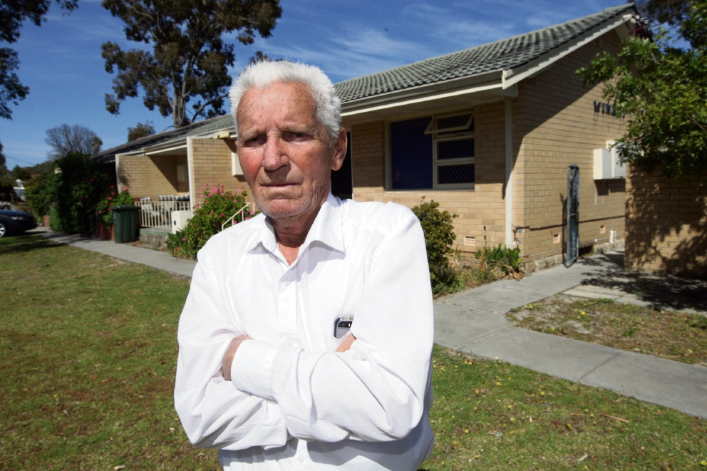 Paul Bradshaw believes there are serious law and order issues at his housing complex. Picture: Bruce Hunt www.communitypix.com.au   d475269