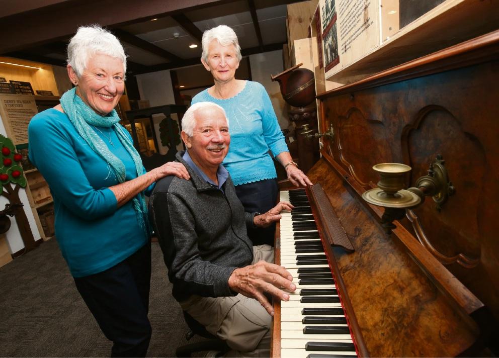 Maureen Skeet, Robert Skeet and Margaret Shoosmith posing with the piano. Picture: Matt Jelonek www.communitypix.com.au   d475160