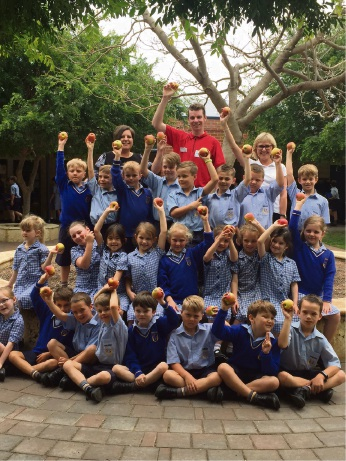 Year 1 primary students enjoy their apples with Ben Vivian from Coles (centre) and teachers Anita Klopper and Sulona Lomax.