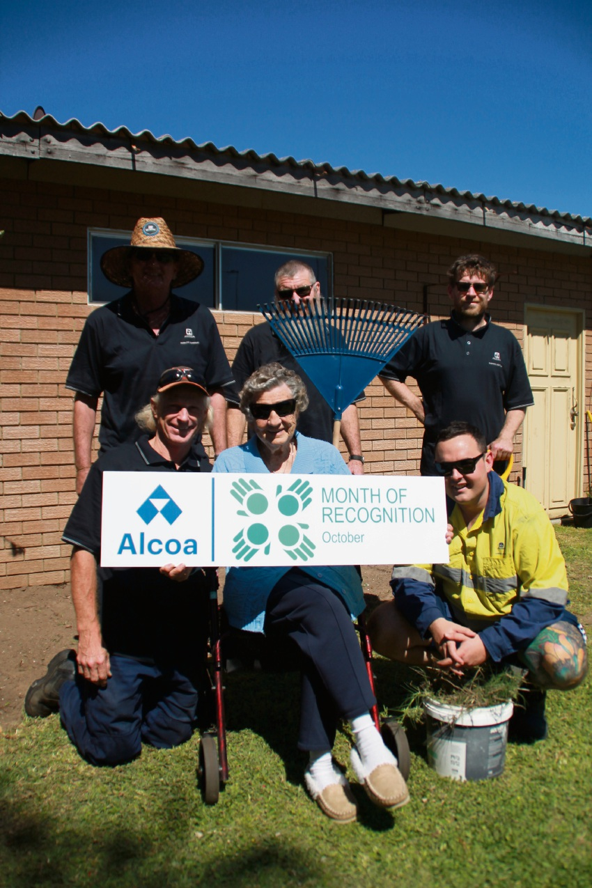 Alcoa employes Neil Newbolt, Reece Scarlett, Clint Burghall, Kevin Birmingham and Troi Holland with Jesse Kennedy.