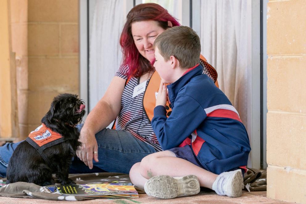 Erik the Story Dog, Erik's handler Sam Pilgrim-Byrne and John Wollaston student Lachlan Bydder. Picture: Kelly Pilgrim-Byrne
