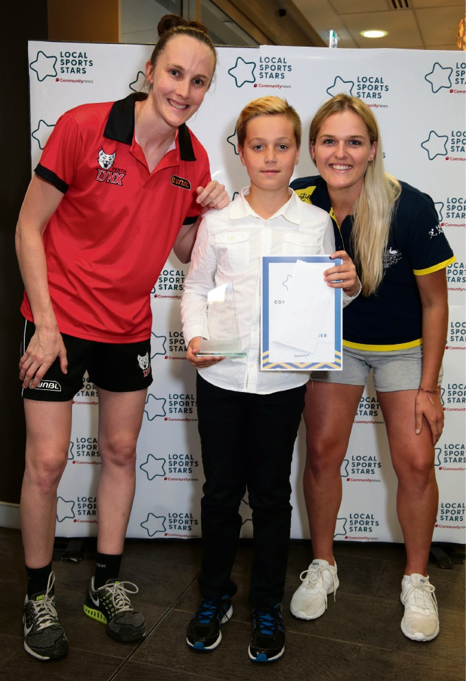 L-R: Toni Farnworth (co-captain of the Perth Lynx), Luke Cotellessa (Young Sporting Spirit Hills/East and Overall Winner) and Aleisha Power (Hockeyroo).
