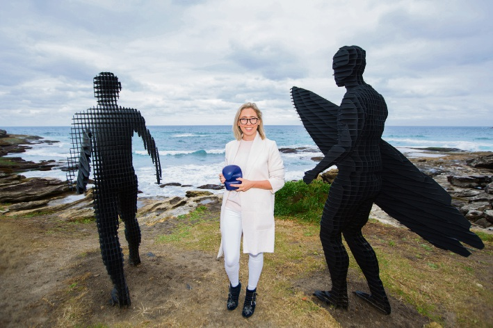 Stirling sculptor April Pine with her people's choice award for her work at Bondi's Sculpture by the Sea exhibition.