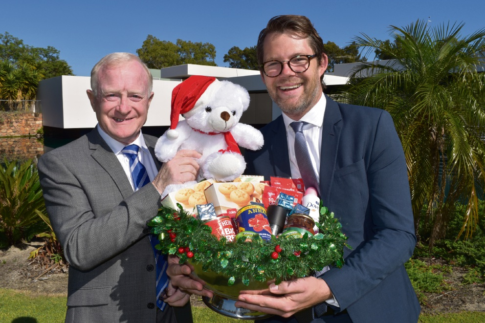 Robert Burns and Bayswater Mayor Dan Bull with a St Vincent de Paul hamper.