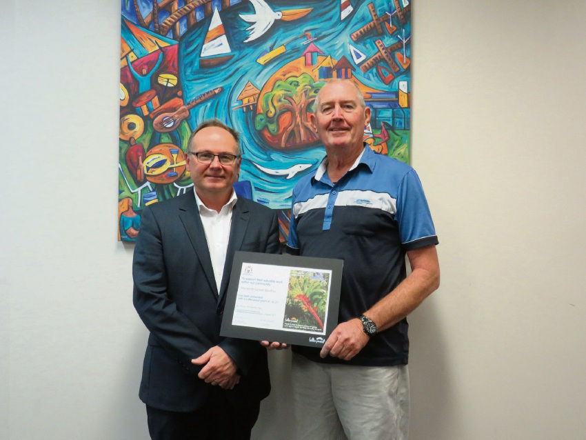 David Templeman presents Mandurah Concert Band's Tony Schraven with the Lotterywest grant.