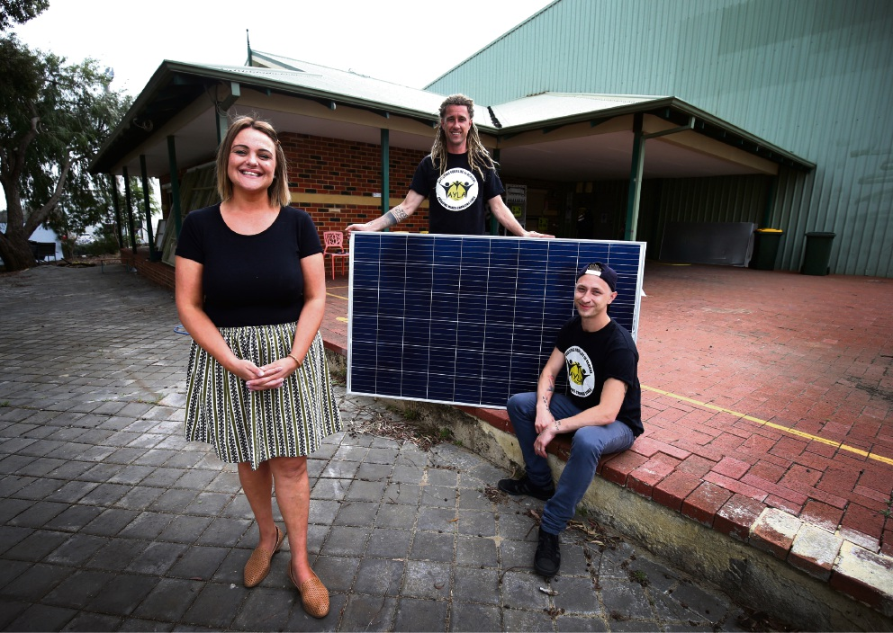 Sarah Barclay from the WA Alternative Engery with David Metliss and Scott Johnson from Assisting Your Life to Achieve. Picture: Matt Jelonek www.communitypix.com.au   d475416