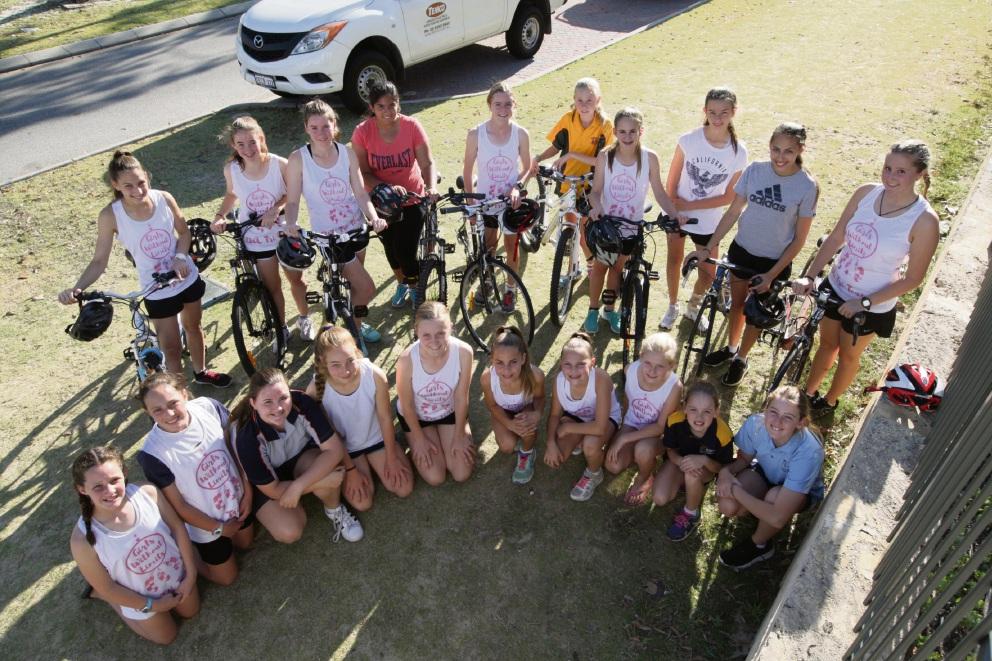 The Girls Without Limits triathlon team. Picture: Bruce Hunt www.communitypix.com.au d476030