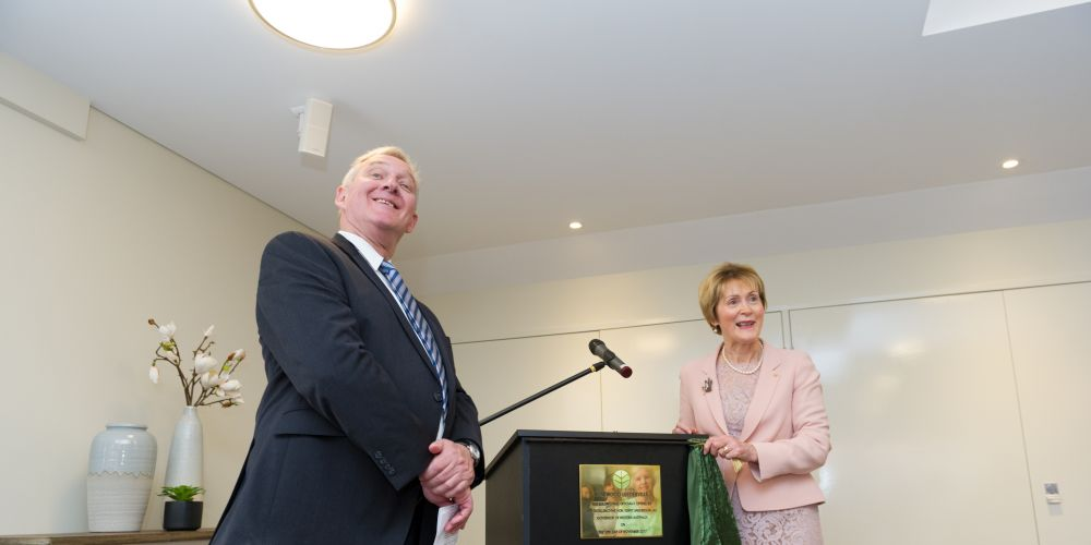 Rosewood chair Alan Ross and WA Governor Kerry Sanderson unveiling the plaque. Picture: Stewart Allen Photography
