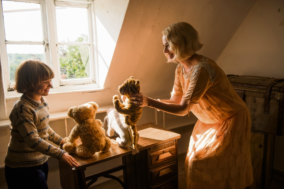 Will Tilston and Margot Robbie in Goodbye Christopher Robin.