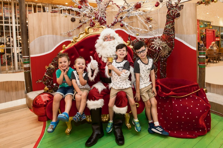 Oskar Zadow, Axel, Brock and Harley Valentine with Santa during quiet time. Pictures: ASCP Photography