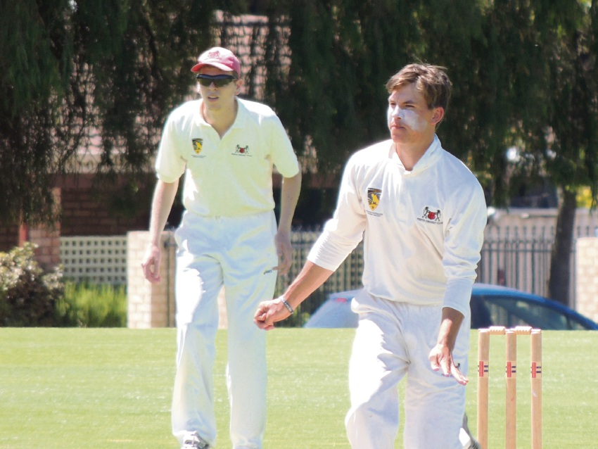 Perth leg spinner Eamonn Munday took four wickets in the Third Grade match.