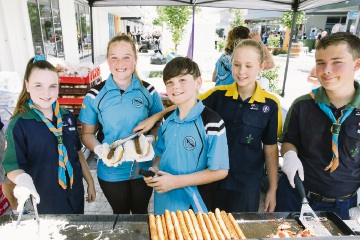 Emersyn Durey, Caitlyn Arends, Ethan Nicholls, Mine Labaschagne and Cory Bennett cooking up a sausage sizzle.