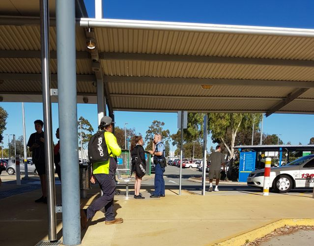 Mandurah teens believe man acting erratically on the bus had a gun